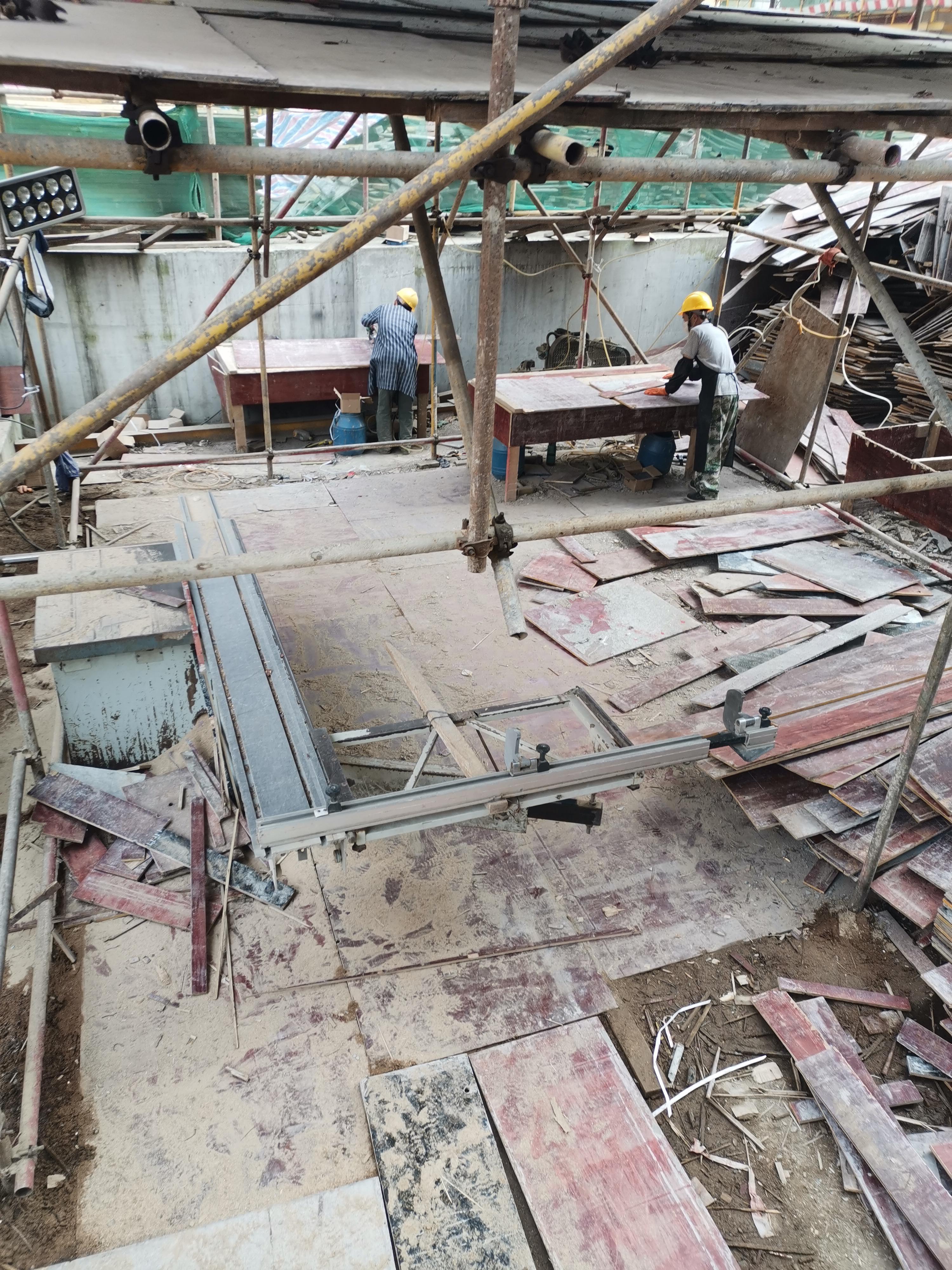 建筑接木方施工现场